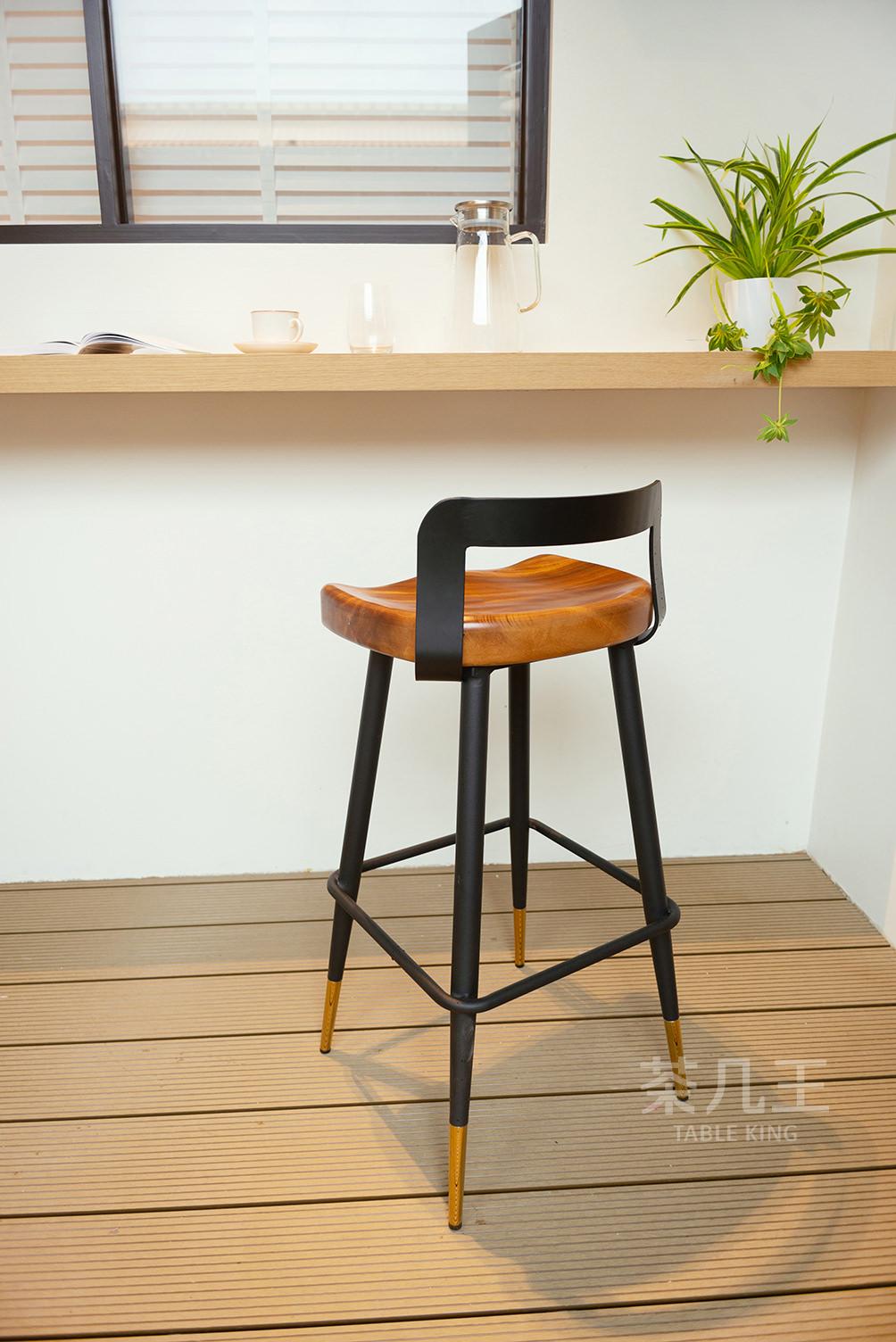 整塊胡桃木高腳椅