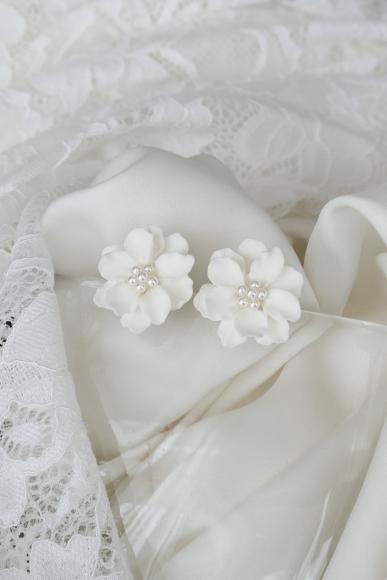 ceramic-floral-studs