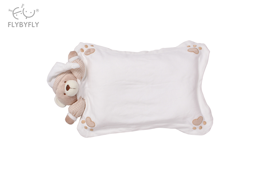 white 3d bear pillow.jpg