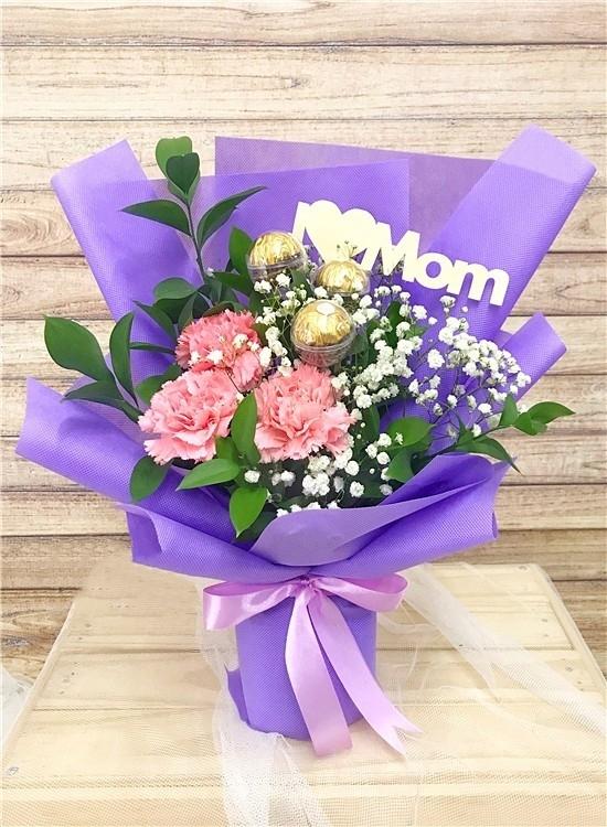 md018-carnation-bouquet_mh1618046843790.jpg