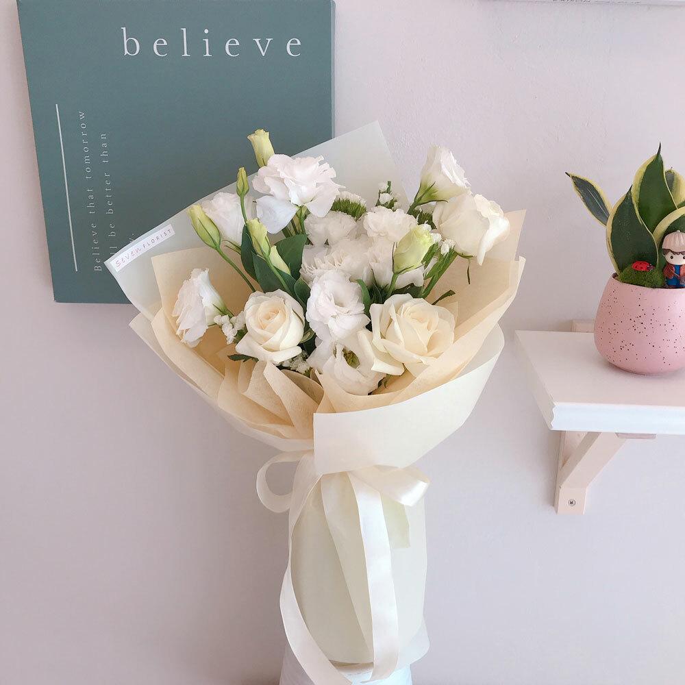 seven_florist_eustoma_bouquet_01a.jpg