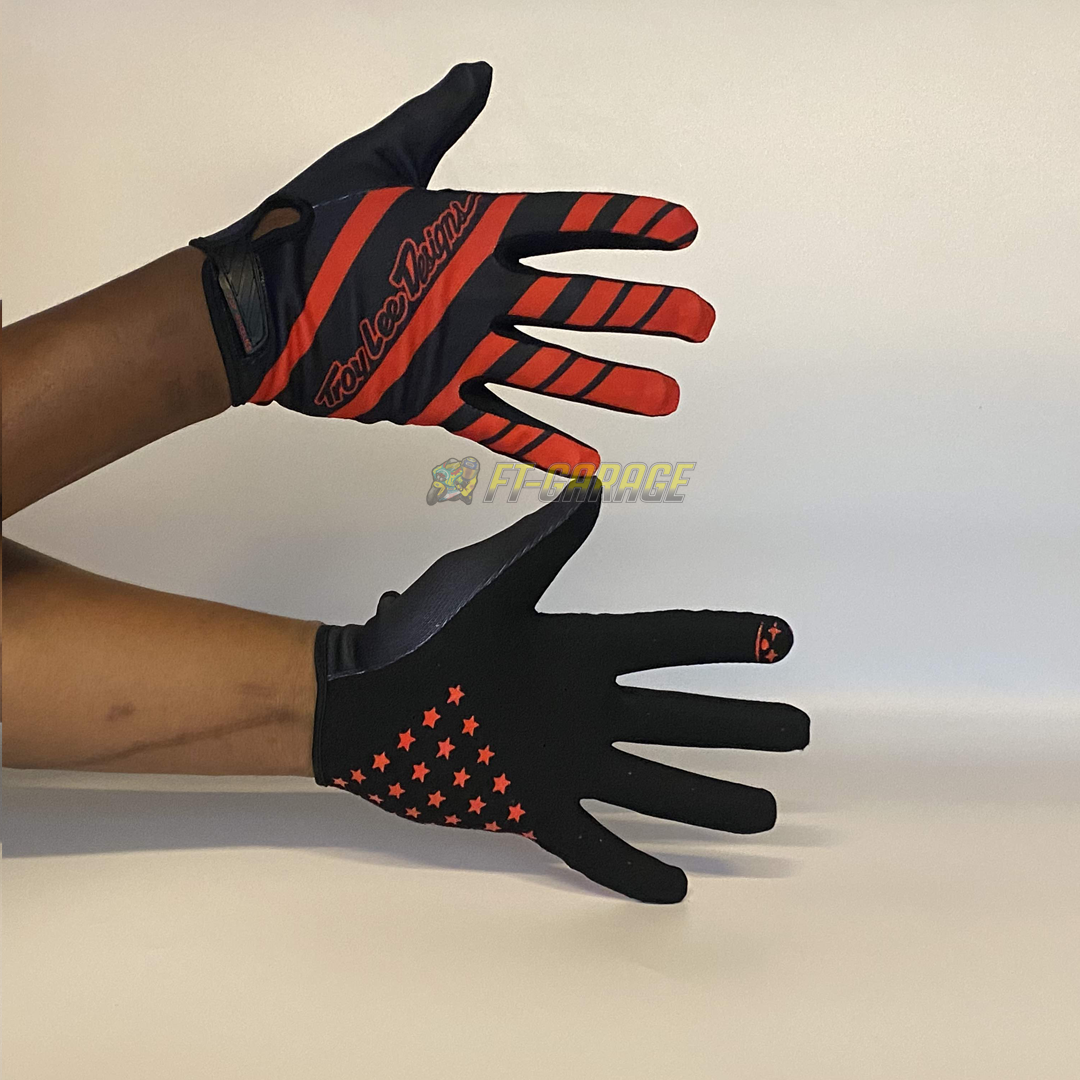 GLOVE TROYLEE DESIGN POP WHEELES  RED BLACK STAR.png