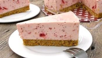 no-bake-chilled-strawberry-yogurt-cheesecake-mykitchen101en-feature.jpg