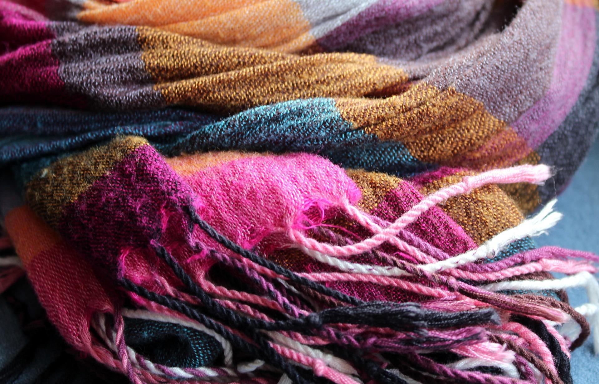 scarf-3118638_1920.jpg