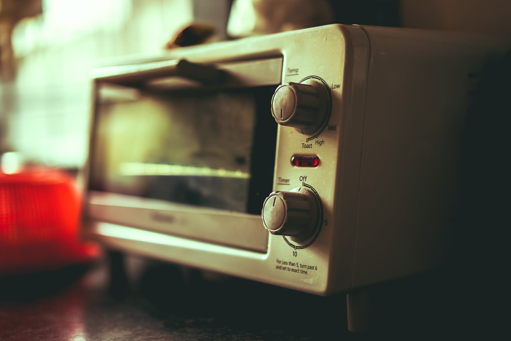 What are the differences between a steam oven and a microwave?
