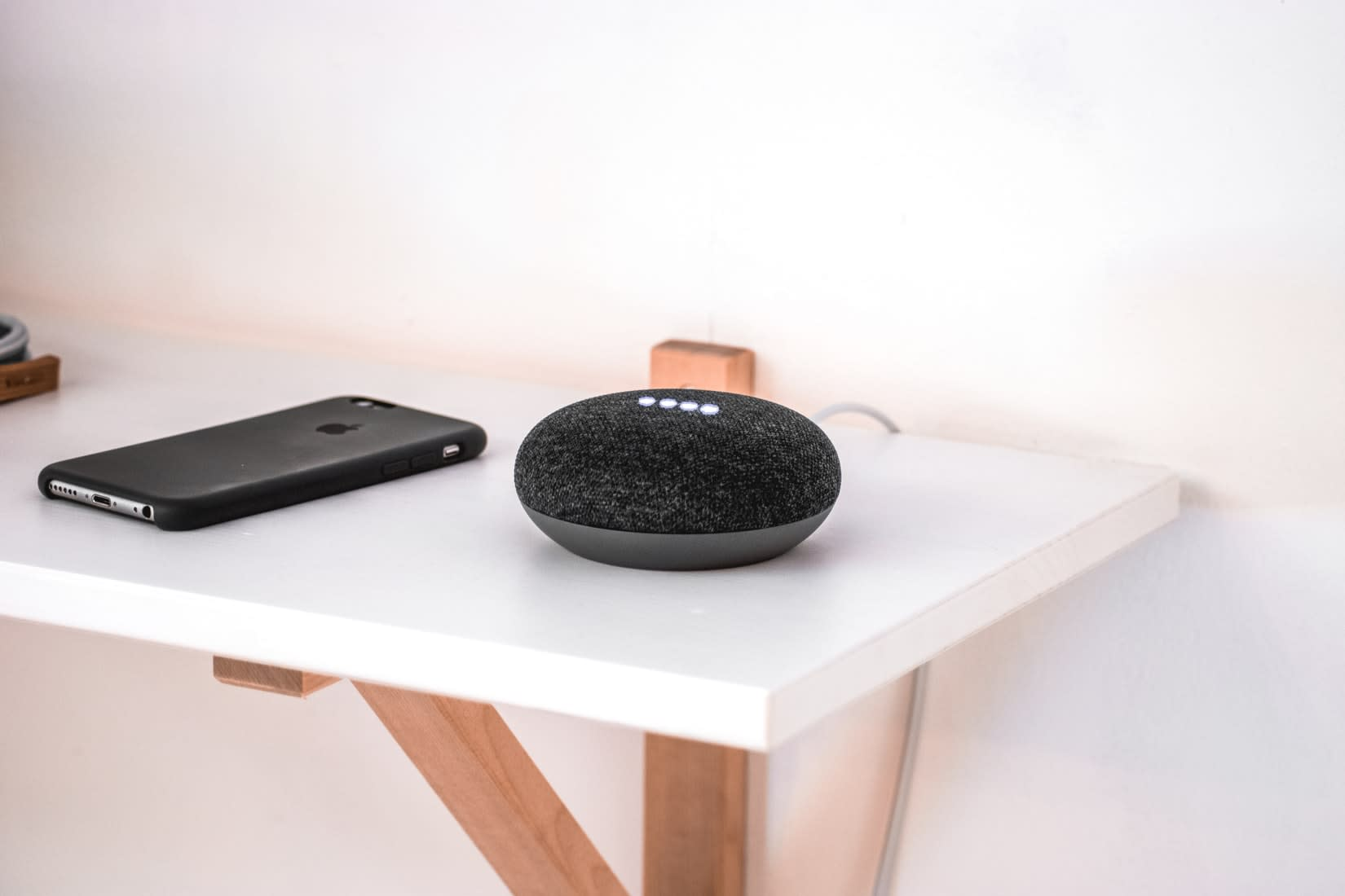 What is the difference between Wi-Fi speakers and Bluetooth speakers?