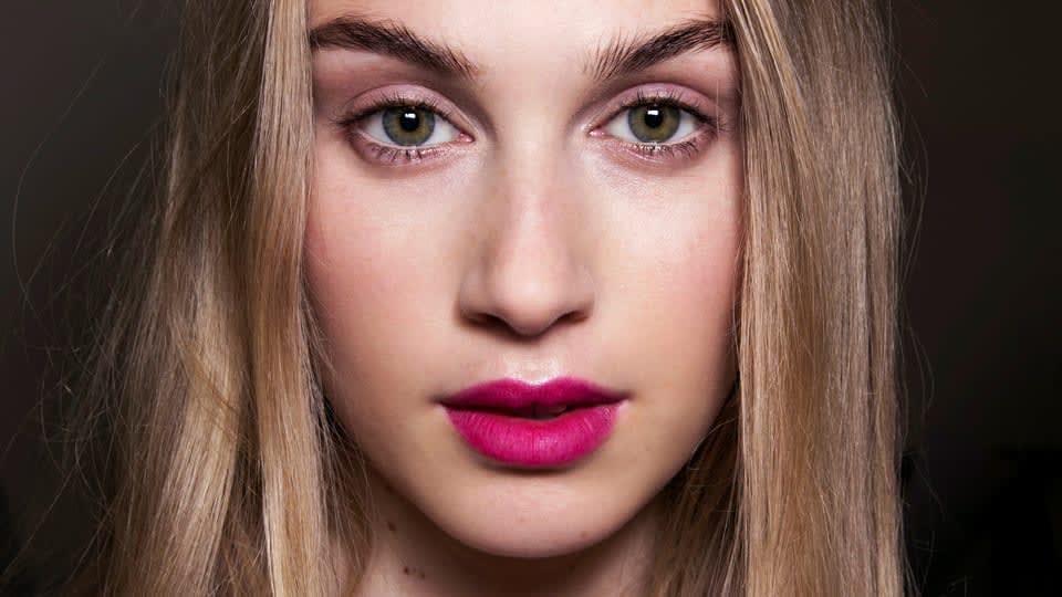 Review 10 Lipstik Warna Magenta Terlaris & Terbaik di