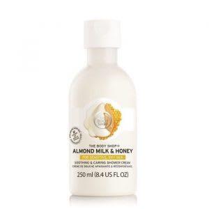 Diperkaya dengan minyak almond dan bahan organik