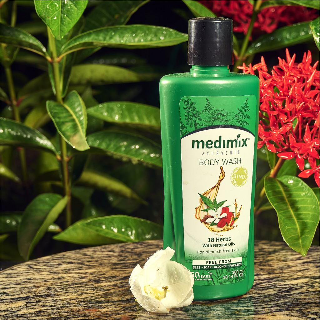 Sữa Tắm Medimix Tinh Dầu 18 Loại Thảo Dược