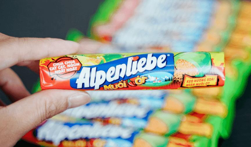 Kẹo Alpenliebe xoài non muối ớt có bao bì kích thích vị giác