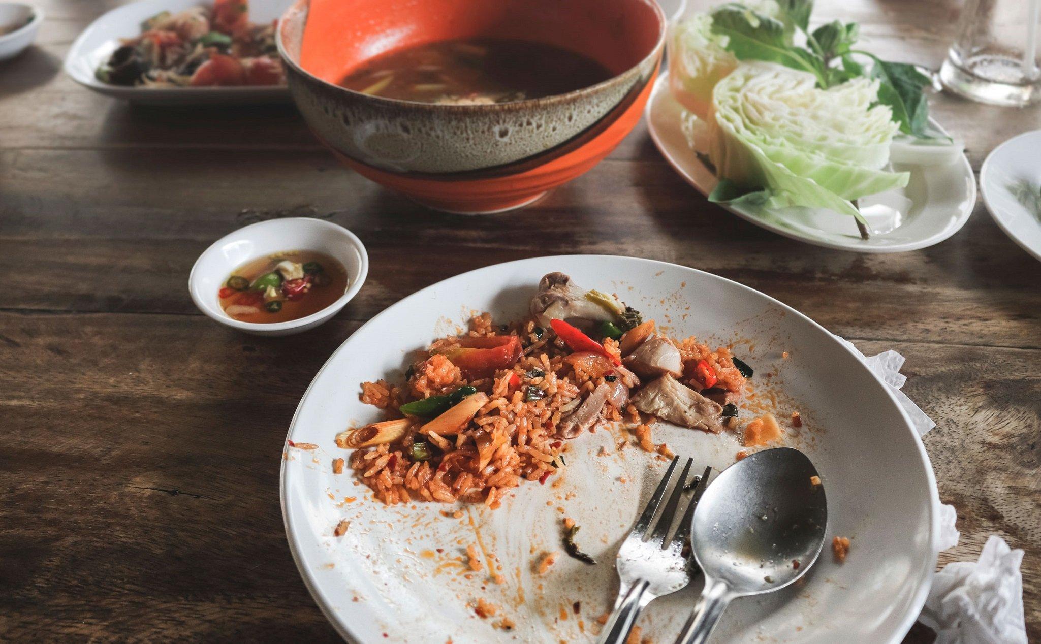 Điều cấm kỵ dịp tết 8: Tuyệt đối không ăn dở, bỏ thừa đồ ăn