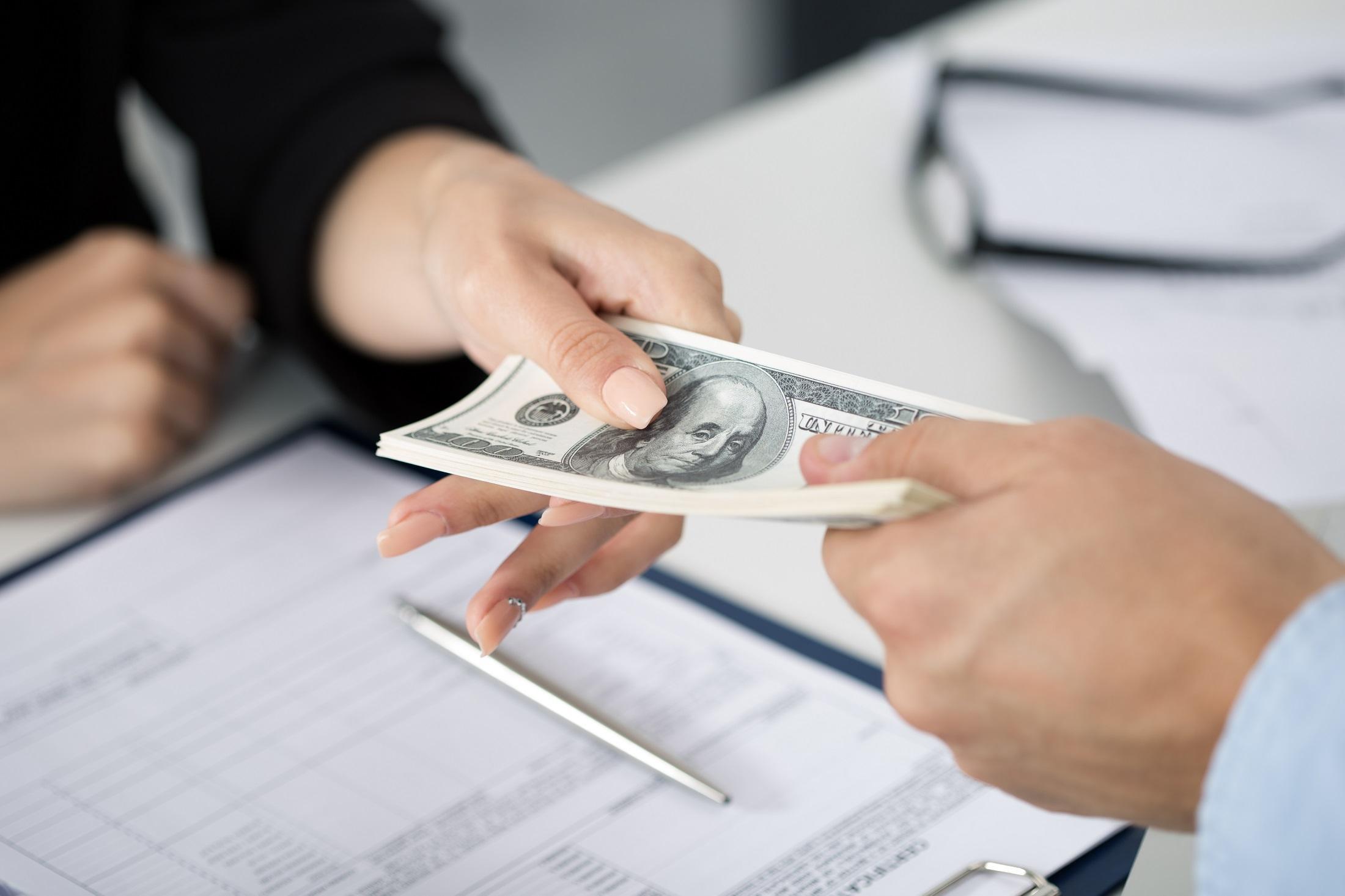 Điều cấm kỵ dịp tết 1: Vay mượn hoặc trả nợ đầu năm
