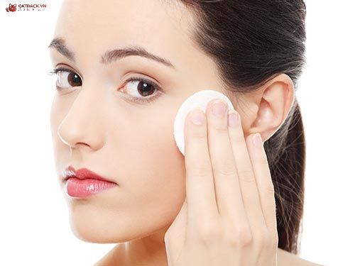 Xu hướng làm đẹp không đối thủ với kiểu trang điểm như chăm sóc da