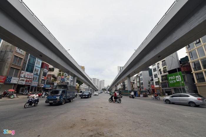 Hình ảnh hai nhánh lên xuống tại cuối đường Trường Chinh, nơi giáp với các tuyến đường Tây Sơn, Nguyễn Trãi, Láng.