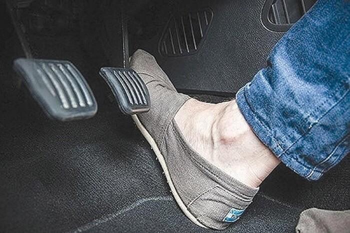 Thiếu dầu chân phanh một trong những nguyên nhân chính trong vấn đề chân phanh bị thấp