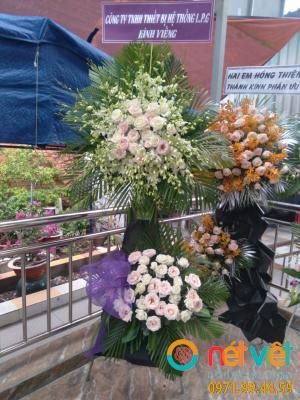 Hoa viếng màu trắng