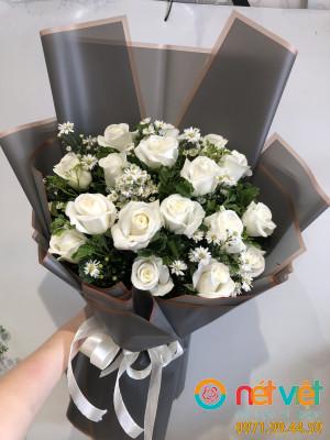 bó hồng trắng