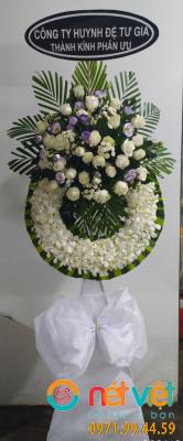 Vòng lan trắng điểm hoa cát tường tím