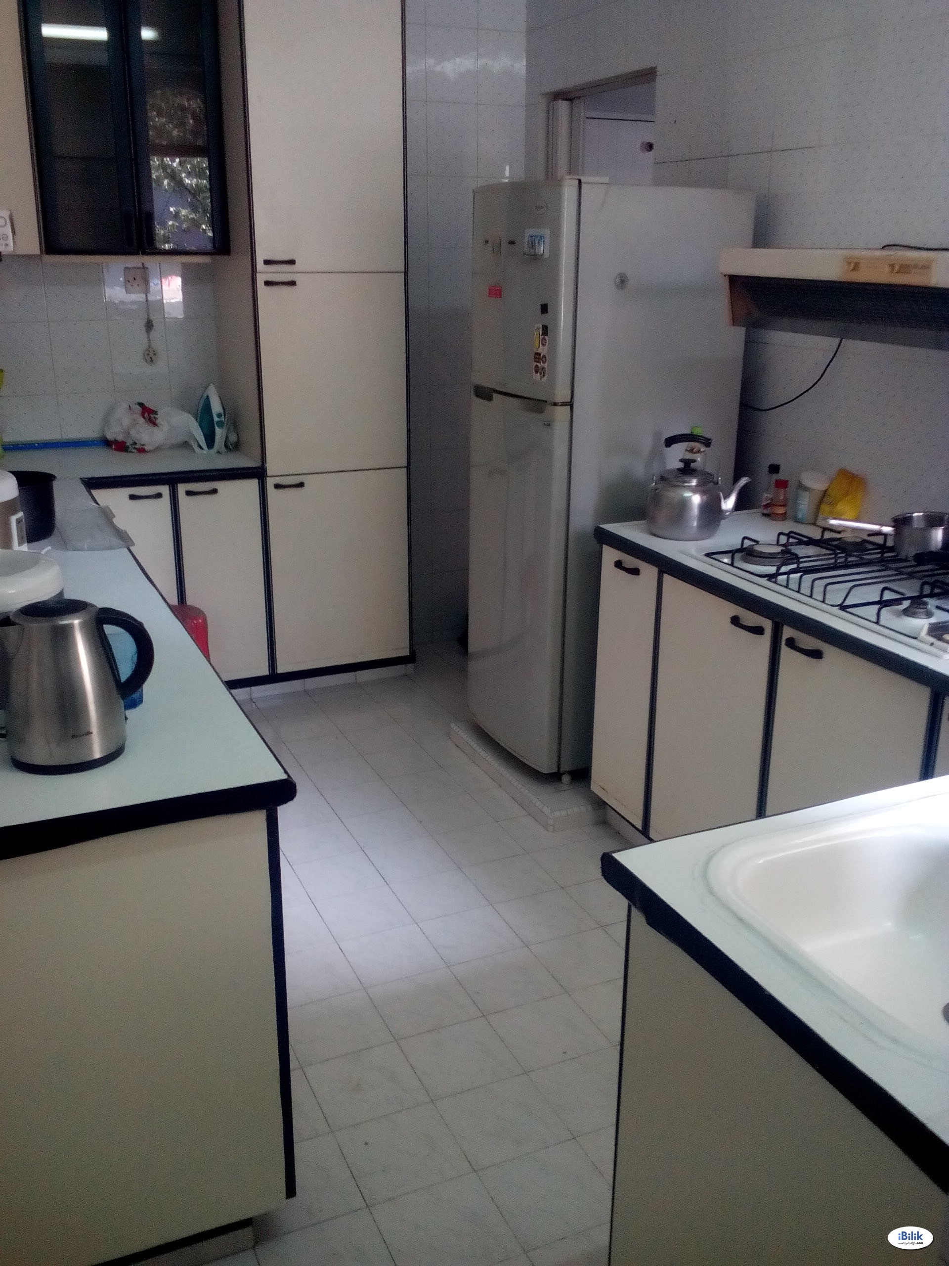 Orchard Road condo room for lady