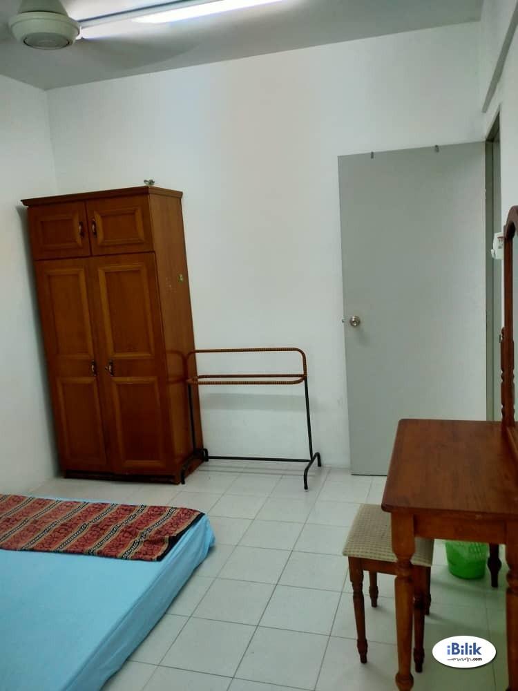 Middle Room at Palma Laguna Water Park Condo, Kampung Jawa