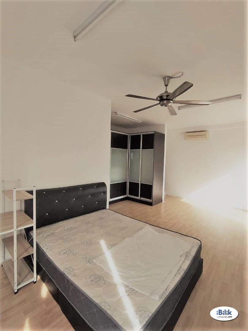 Master Room With Private Bathroom at Cova Suites, Kota Damansara