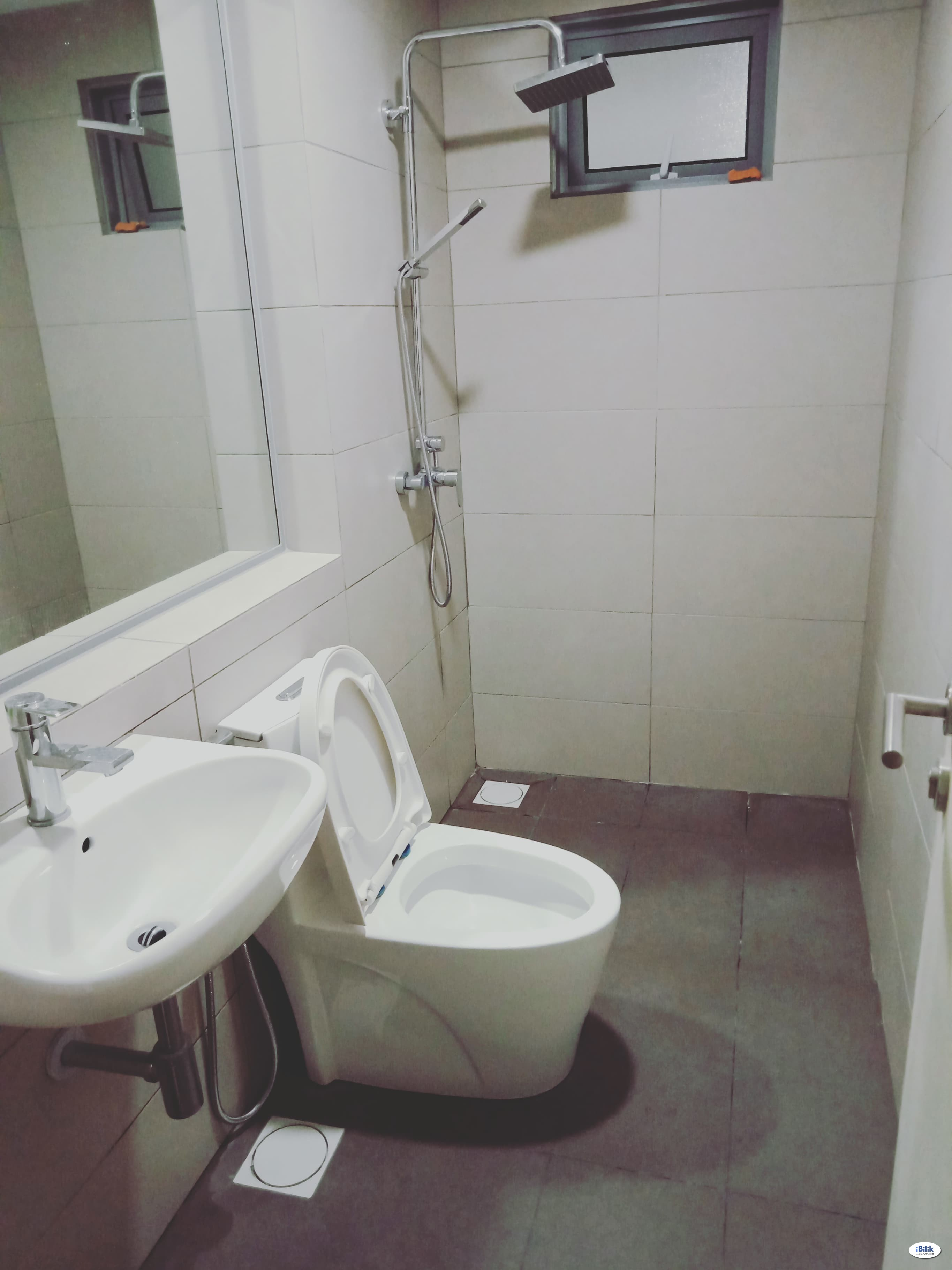 Small Room at LakeFront Residence, Cyberjaya (chinese female - short term)