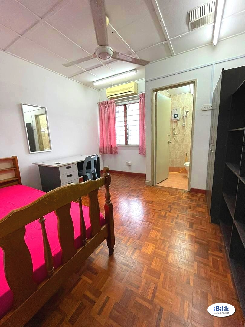 Fully Furnished Middle Room 🏡 10 mins walk to LRT SS15 ?? High Speed Wifi, Weekly Cleaning & Utilities Included