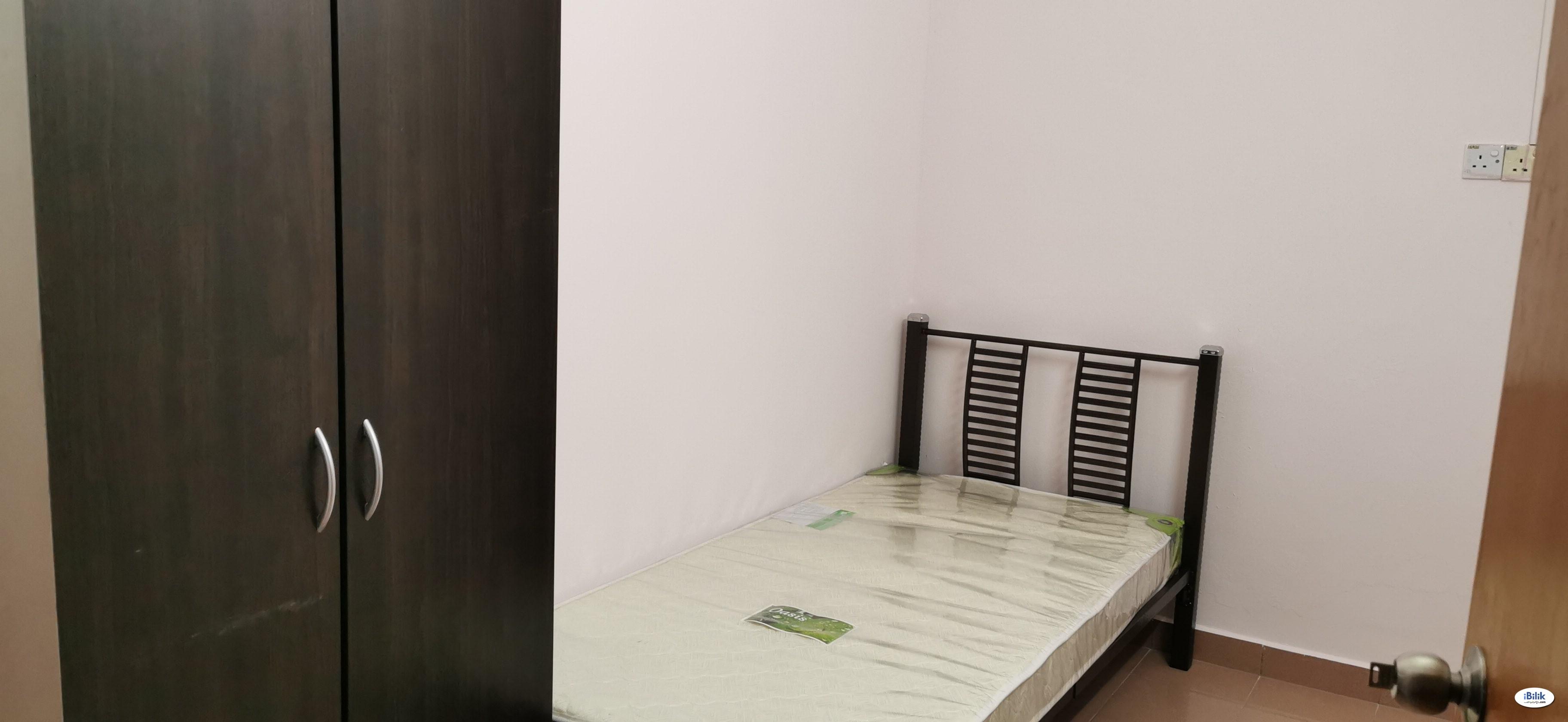 NICE SEMI D-Private Room Super Hot Location Tuanku Jaafar FULLY FURNISED