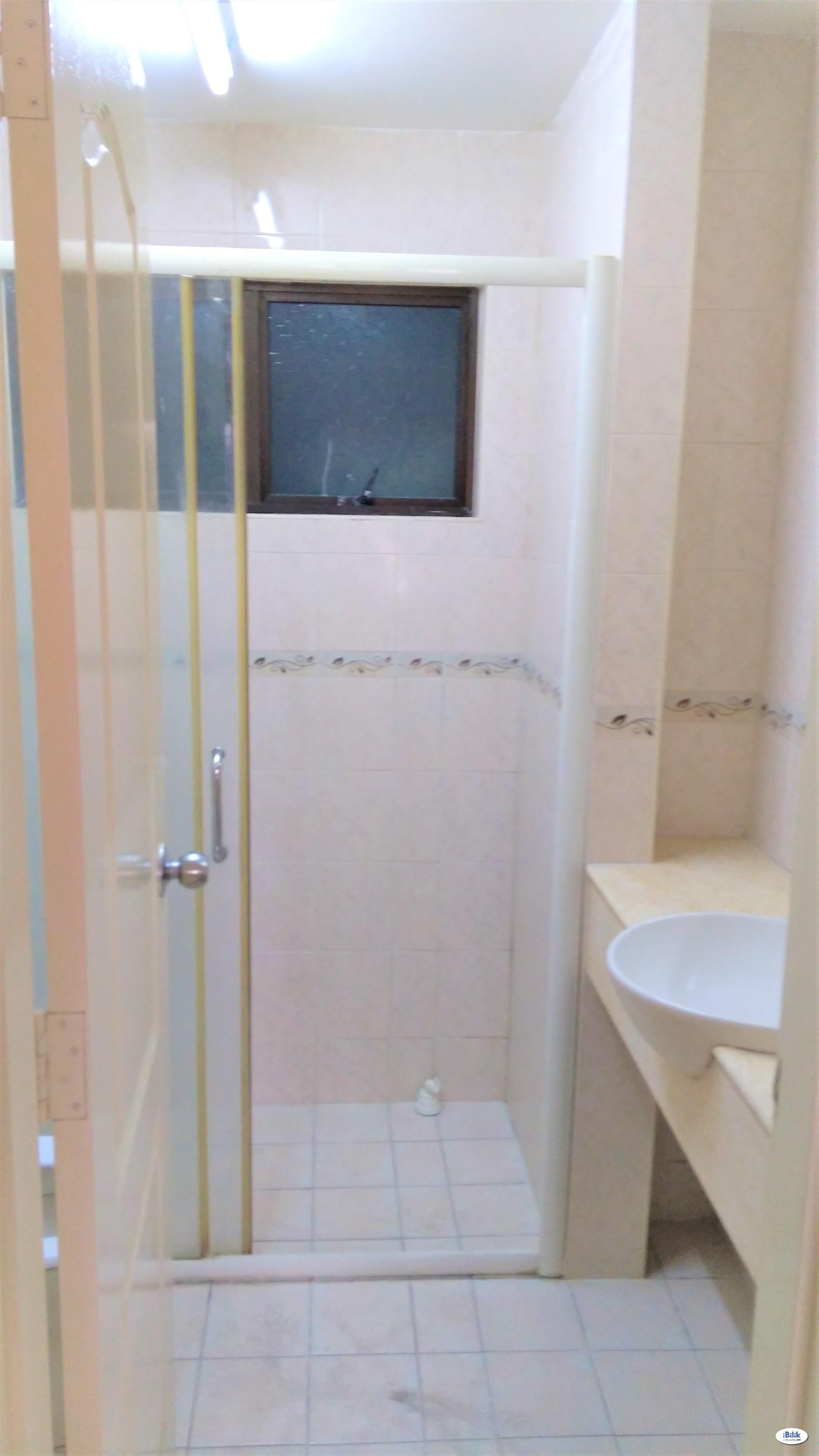 ❌ No Contract - Middle Room at Pelangi Utama, Bandar Utama