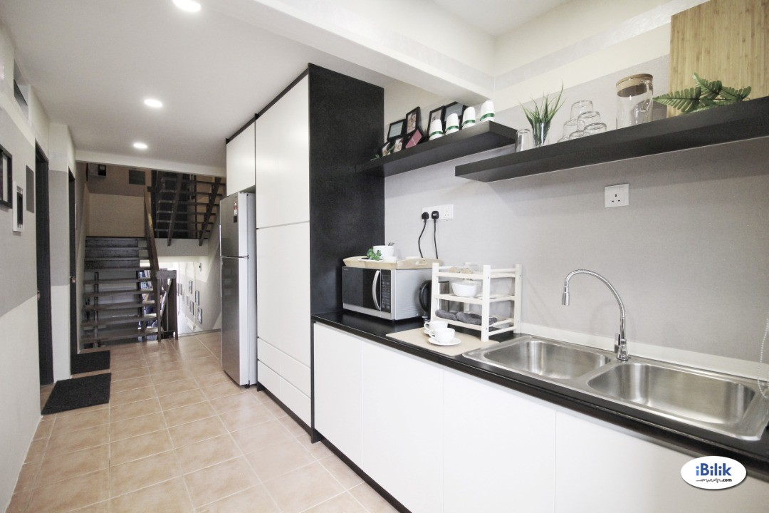 Bangsar, Nice & Interior Designed Fully Furnished Room + Private Attached Bathroom (Free Utilities & WiFi)