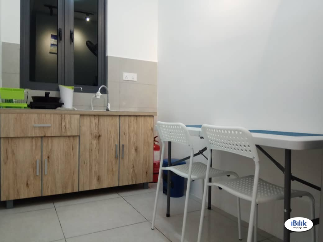 Beautiful Middle room (with balcony) for rent at Meritus Residensi