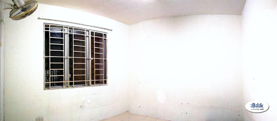 Middle Room at Platinum Lake PV10, Setapak