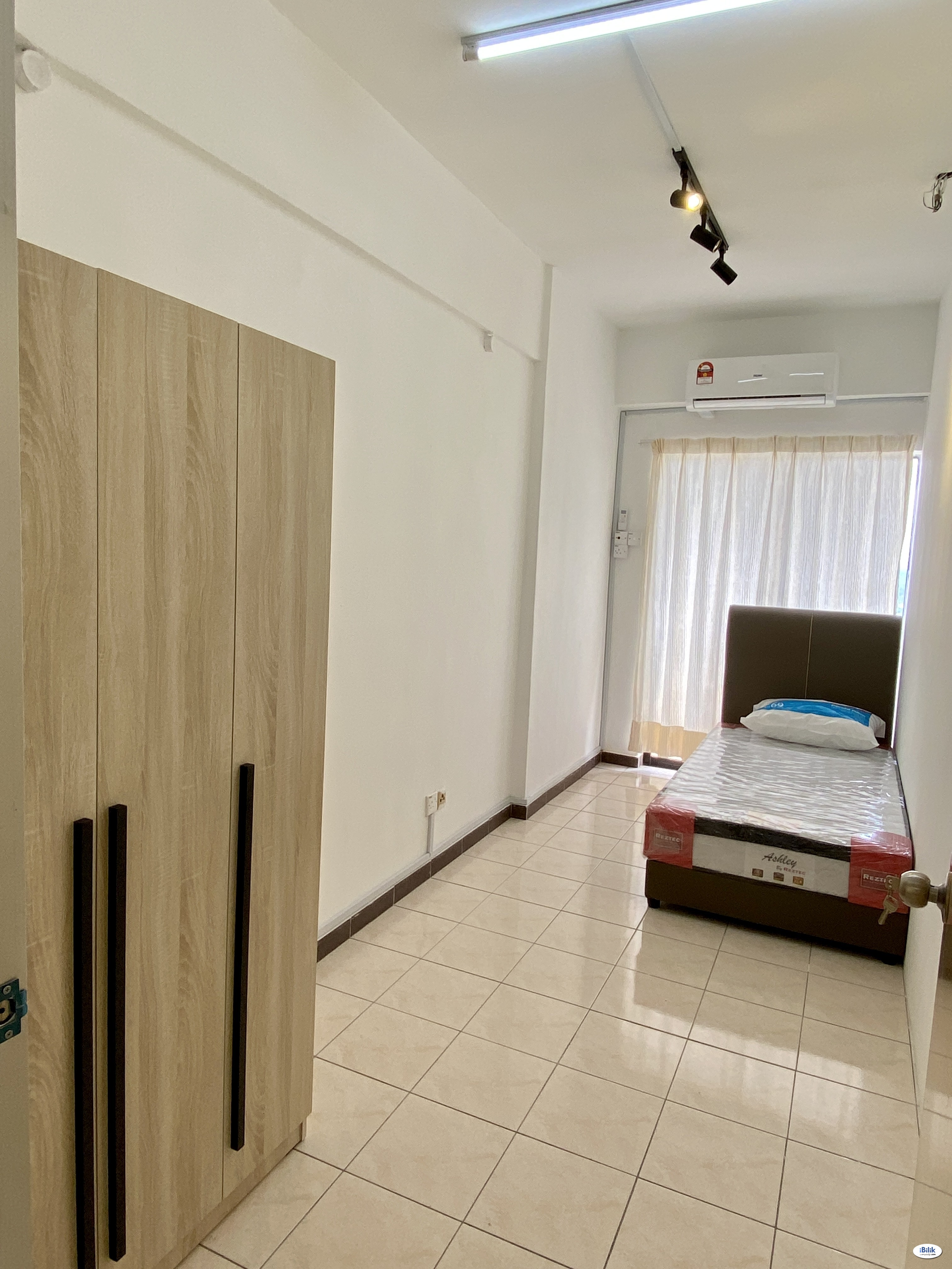 small room include all utilities wifi and ac, bukit jalil, near to lrt sri petaling.