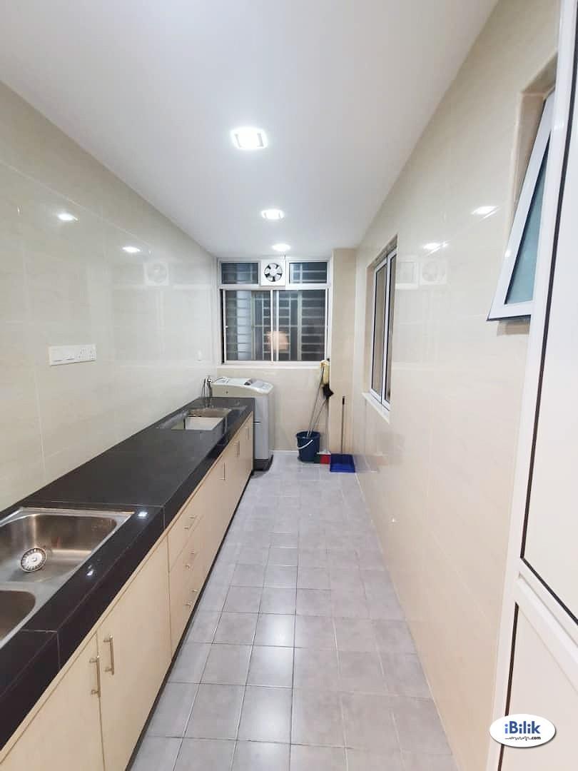 Middle Room at Koi Kinrara, Bandar Puchong Jaya Puchong IOI Mall Bandar Kinrara