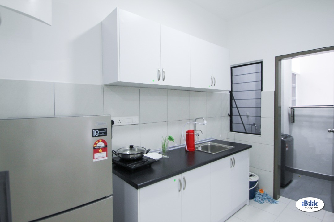 【Can Get FREE 1 month RENTAL】Master Room with bathroom at Astetica Residences, Seri Kembangan (New Renovated Unit)