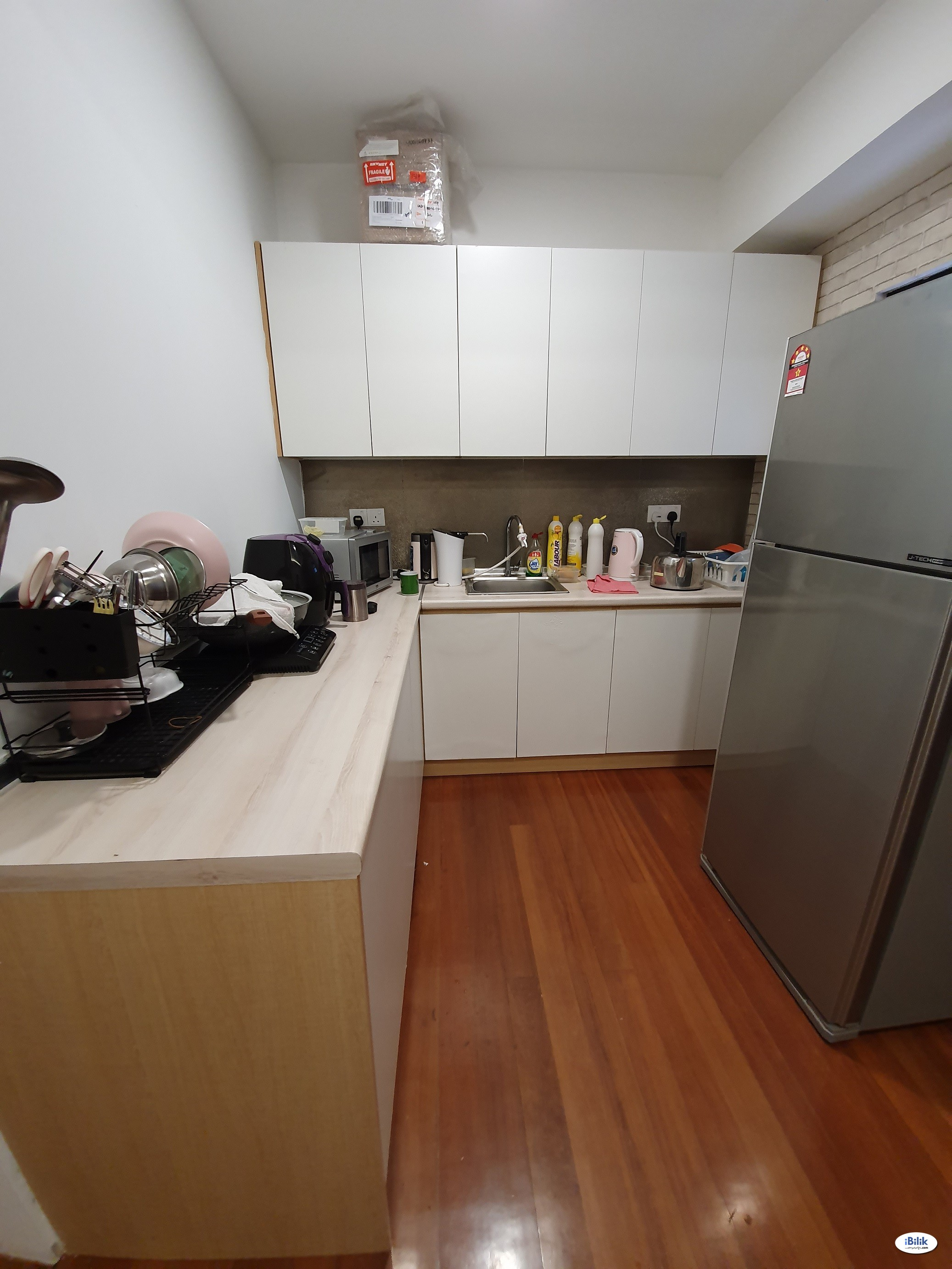 Bangsar, Nice & Interior Designed Fully Furnished Master Room + Private Attached Bathroom (Free Utilities & WiFi) MRT Station