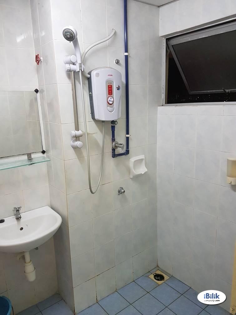 [Aircon/Big Size] Medium Room at Wangsa Metroview Townvilla/5-mins walk LRT Wangsa Maju