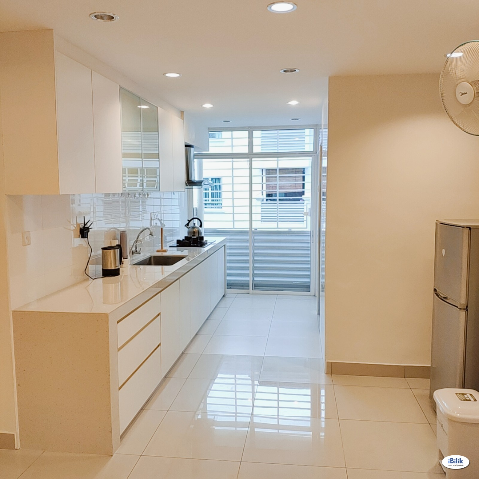 Nice Clean Quiet Spacious Middle Room near Kinrara, Bukit Jalil, TPM, The Mines, Serdang, UPM, Equine Park, Bdr. Putra Permai, IOI City Mall