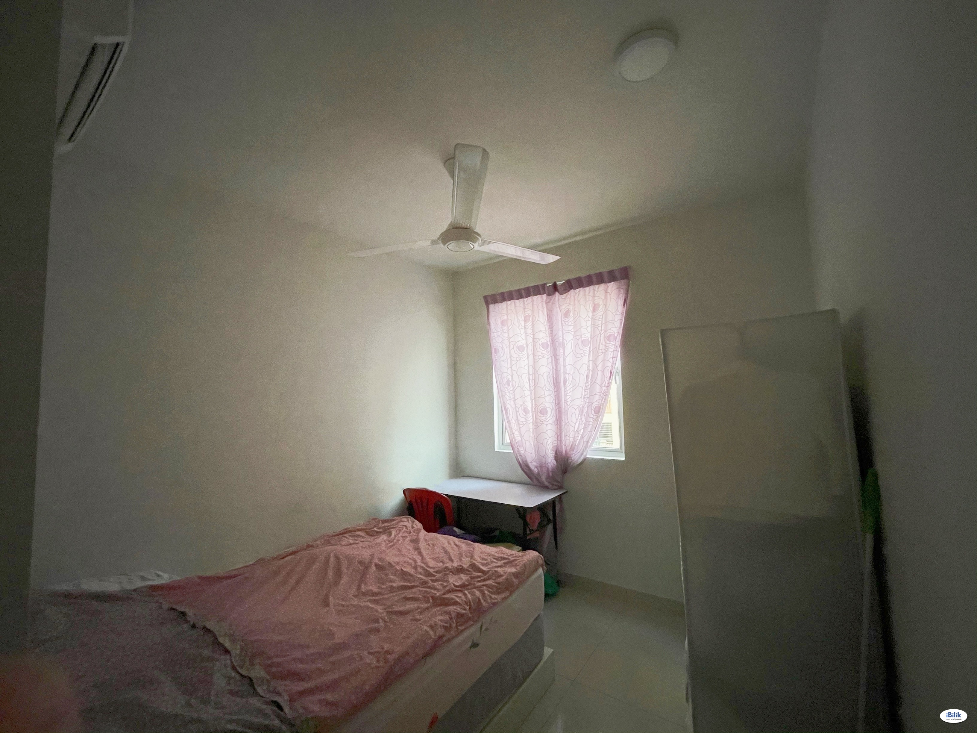 Middle Room with Non-Attached Private Bathroom for Rent (Prefer Local Chinese Working Female)