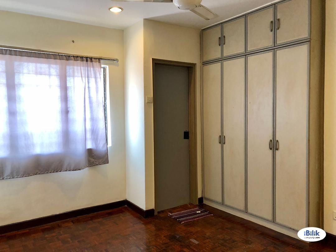 Middle Room at Damansara Jaya, Petaling Jaya