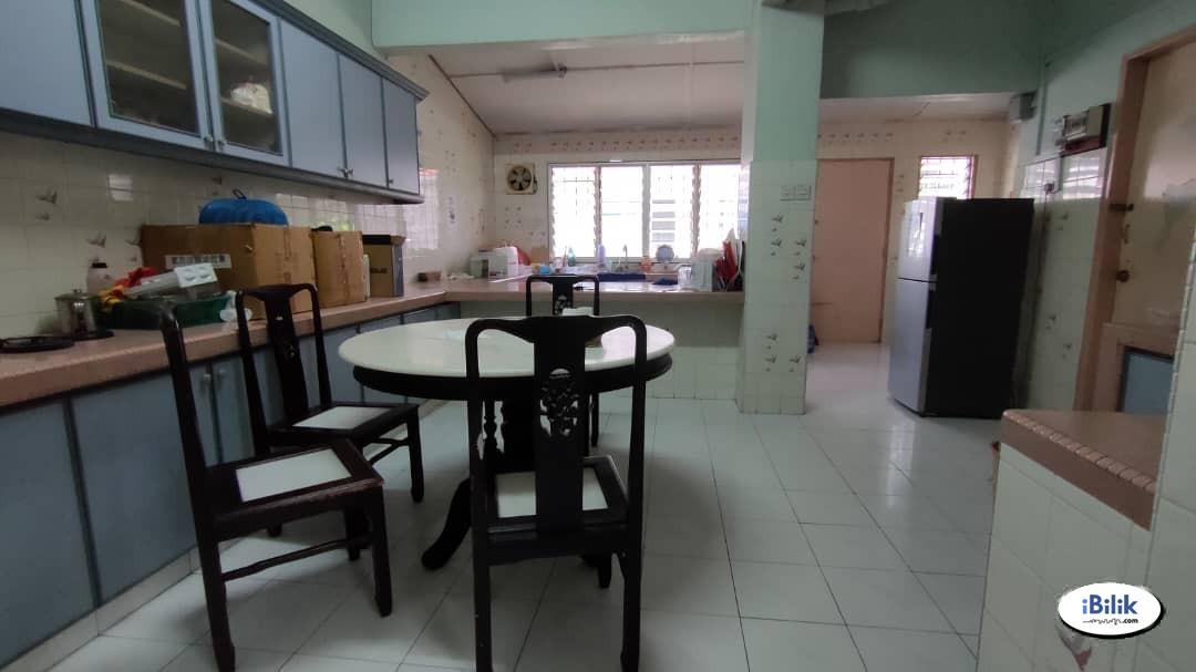 📌[RM1 for 2nd Month Rental] Middle Room at Kelana Jaya, Petaling Jaya.📌