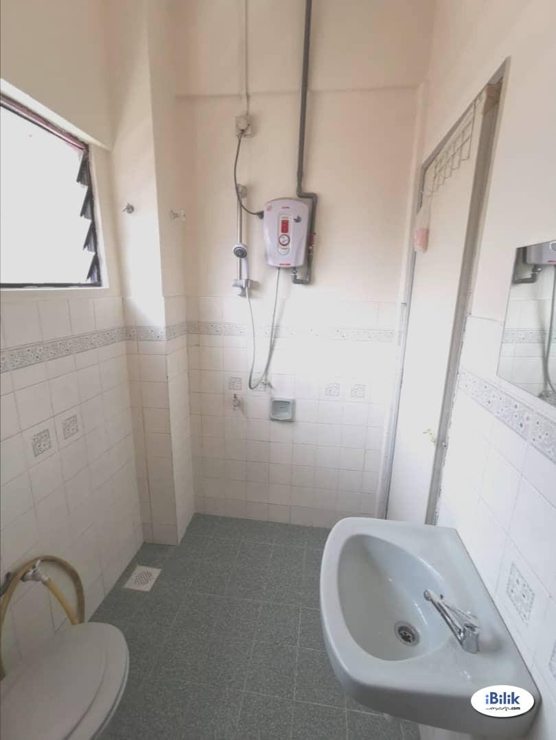 Middle Room at PJS 7, Bandar Sunway
