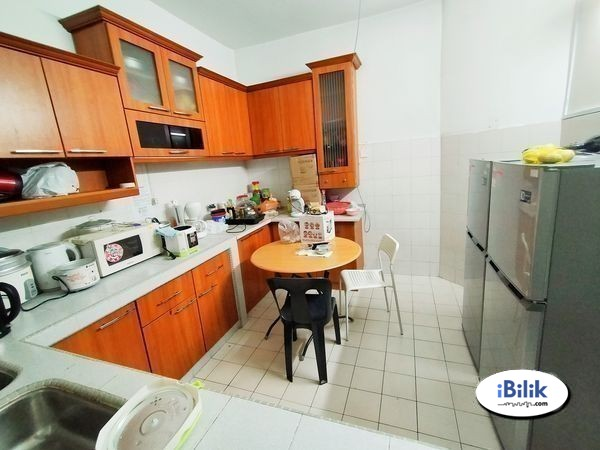 Middle Room at BU3, Bandar Utama Easy Access MRT Station with WI-FI 🌼🏠