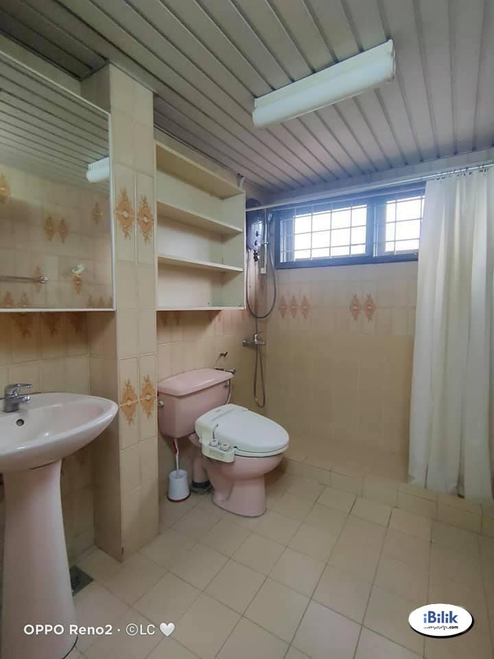 Master Room at Bangsar, Kuala Lumpur with 7mins to Bangsar Village