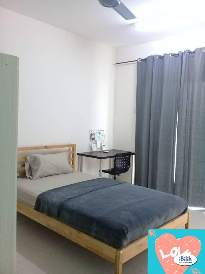 Walking distance to MRT and SEGI University Single Room at Kota Damansara, Petaling Jaya