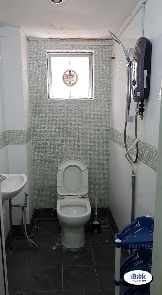 ⚡RM1 for 2nd Month⚡ Middle Room at Kota Damansara, Petaling Jaya