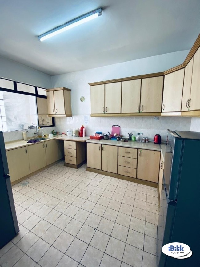 comfy Urgent Move In. Small Room for rent Bandar Utama PJ.