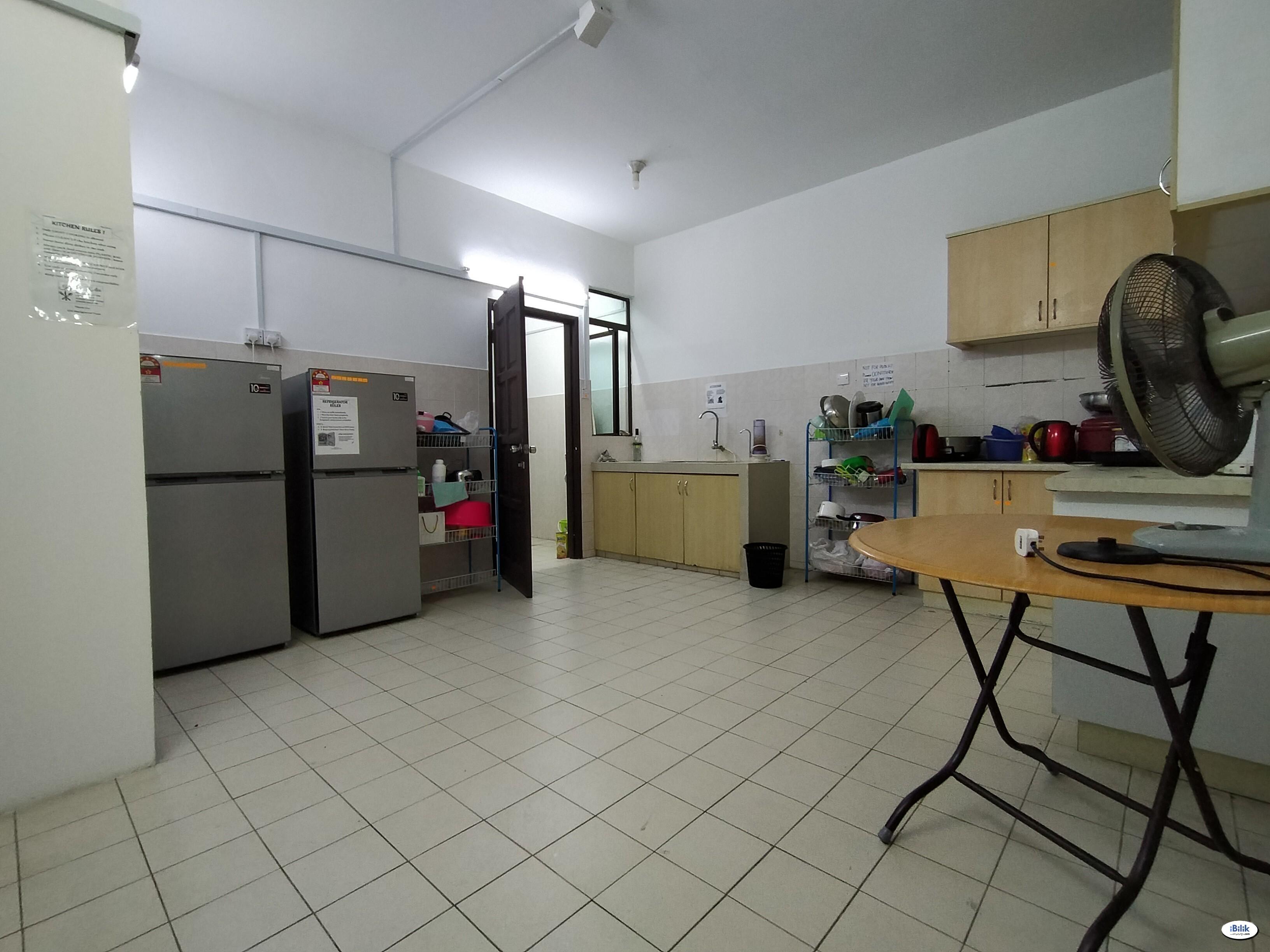 Low Deposit ❗❗❗ Budget Small Room in Bandar Utama! Free WiFi !! 🚀🚀