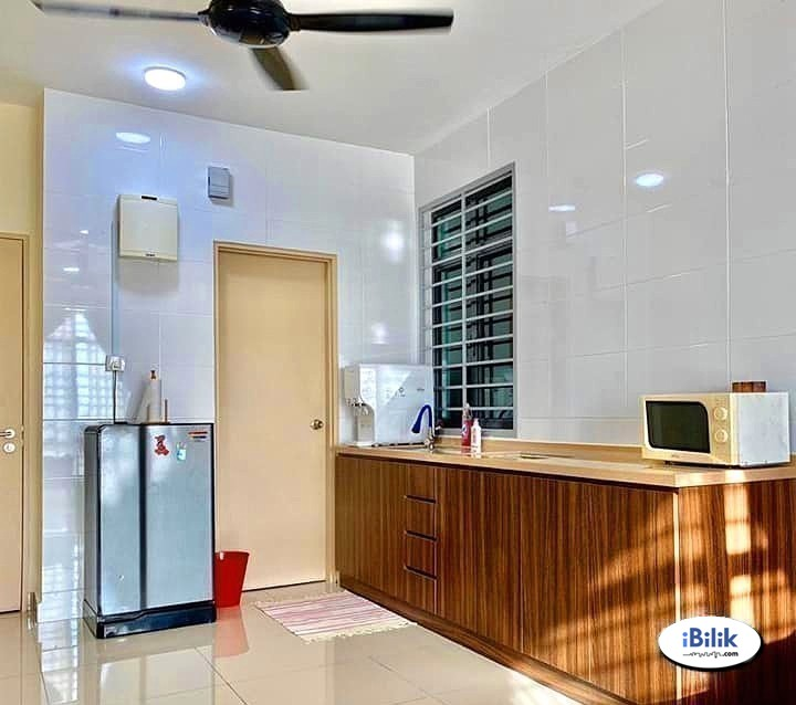 Zero Deposit 🌸 Fully Furnished Middle Room at Bandar Utama 📶 Free WiFi, Utilities Included