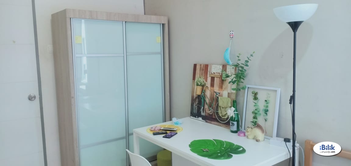 Middle Room at Rafflesia Sentul Condominium, 300 meters walking distnace to LRT Seentul Timur